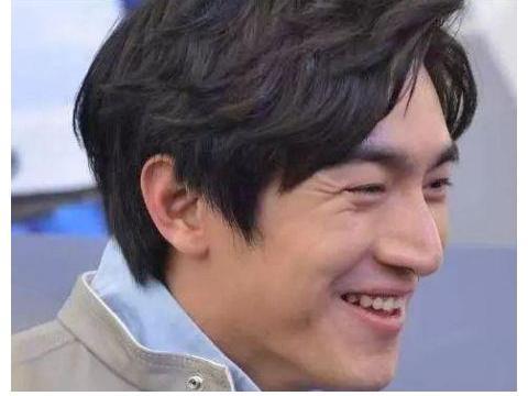 男星笑成表情包:蒋劲夫撞脸姚明,胡歌笑得青筋暴起