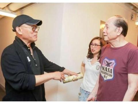 李连杰破除老态,神采奕奕到香港看刘嘉玲舞台剧,日排场大。