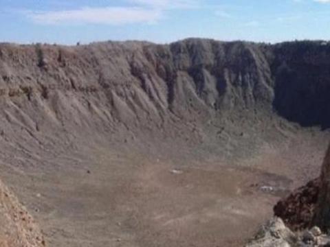 南非有着世界上最大的陨石坑,有着无法估量的黄金,但是禁止开发