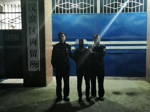 汉阴交警铁佛中队查处一起无证驾驶违法行为