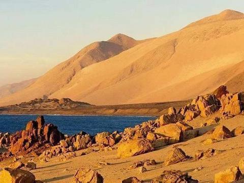 南美洲的阿塔卡马沙漠紧挨着太平洋,为何年降水量不足0.1毫米?