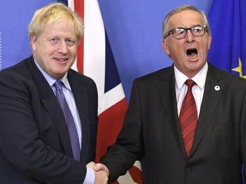 英脱欧倒计时?英政府与欧盟达成一致,约翰逊现场向容克竖大拇指