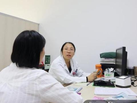 42岁女教师常常面色潮红,还要靠吃安眠药入睡,原因是……