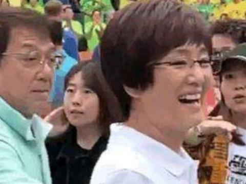 巩俐饰《中国女排》中的教练