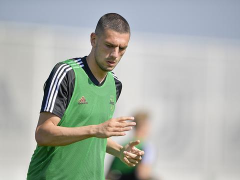 曼联今夏3000万欧报价德米拉尔,但被尤文拒绝