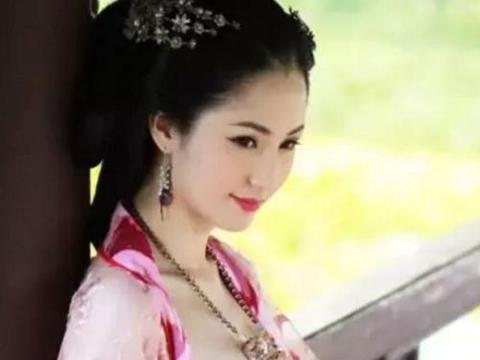 太平公主征召壮汉,进寝宫过夜玩耍,早晨宫女打开房门发现不对