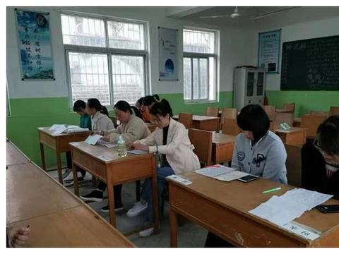 淅川县老城镇第一小学召开班主任座谈会