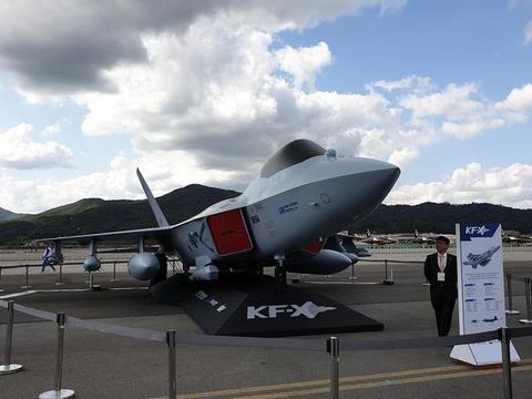 韩国新一代隐身战机模型亮相航展,太像F22,武直也是模仿的?