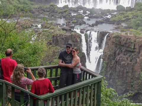 世界上最宽的瀑布,宽度达到4000米,横跨阿根廷和巴西两国
