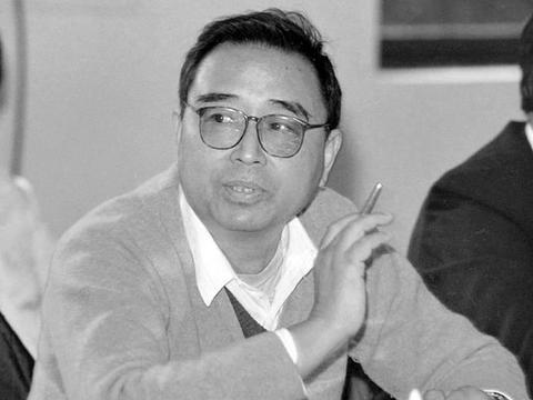 81岁仍坚持工作的卫星专家魏锺铨,任务期间去世,他的手指向天空