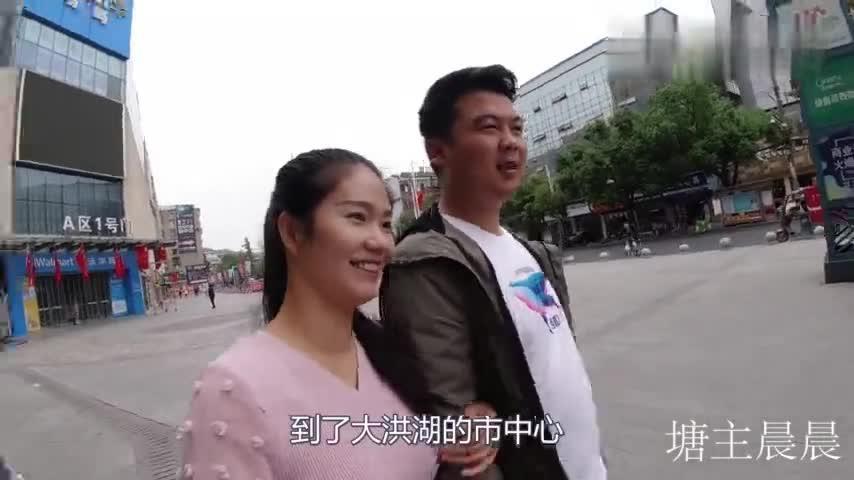 农村小夫妻花5000元入手新设备做自媒体,看看他们1个月挣多少钱