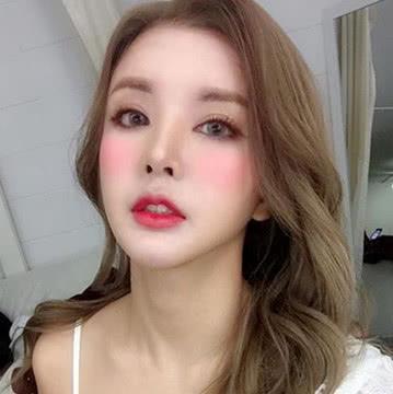 泰国丑女从18岁开始整容40多次,如今36岁成韩国整形顾问