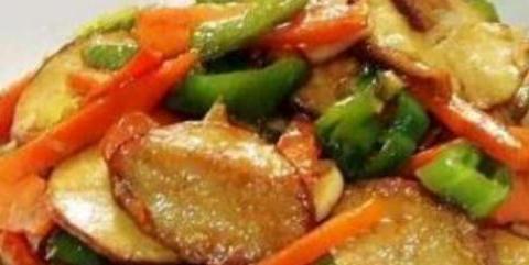 精选美食:雪片花生、素鸡炒芹菜、爆炒鱿鱼、烧豆腐的做法