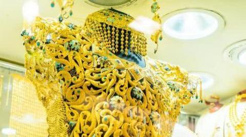 迪拜有一条街上,黄金不值钱,买黄金就像菜市场买菜一样轻松
