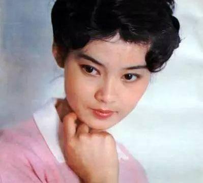 曾与刘晓庆齐名,8年婚姻破裂,63岁孑然一身皈依佛门