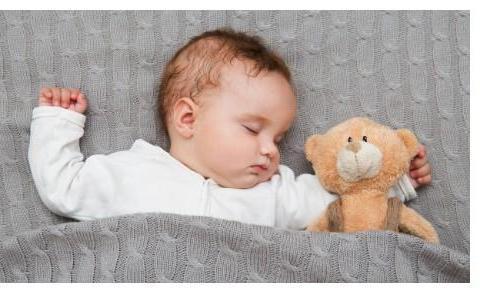 宝宝睡觉多汗,别再说体虚、缺钙了