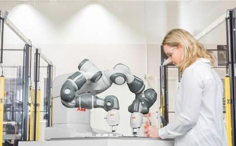 医疗机器人无休工作 减轻医务人员过劳