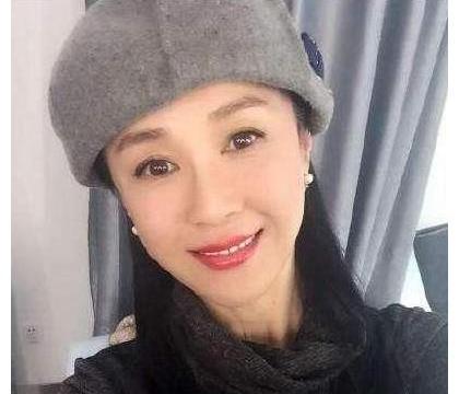 曾被称为亚洲第一美人的傅艺伟,吸毒断送了事业,无人敢娶
