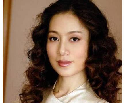 她是唐僧的母亲,导演用私人飞机请她演戏,丈夫身份意外