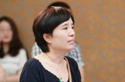 刘恺威丈母娘,罗晋丈母娘,张杰的丈母娘,都不如他的最漂亮