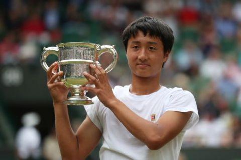 日本16岁天才望月慎太郎获得温网少年男子冠军