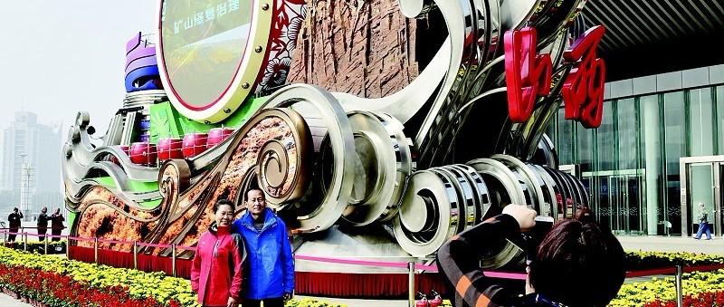 """""""奋进山西""""彩车太原区域巡展后天结束,展出地点:中国(太原)煤炭交易中心南广场"""