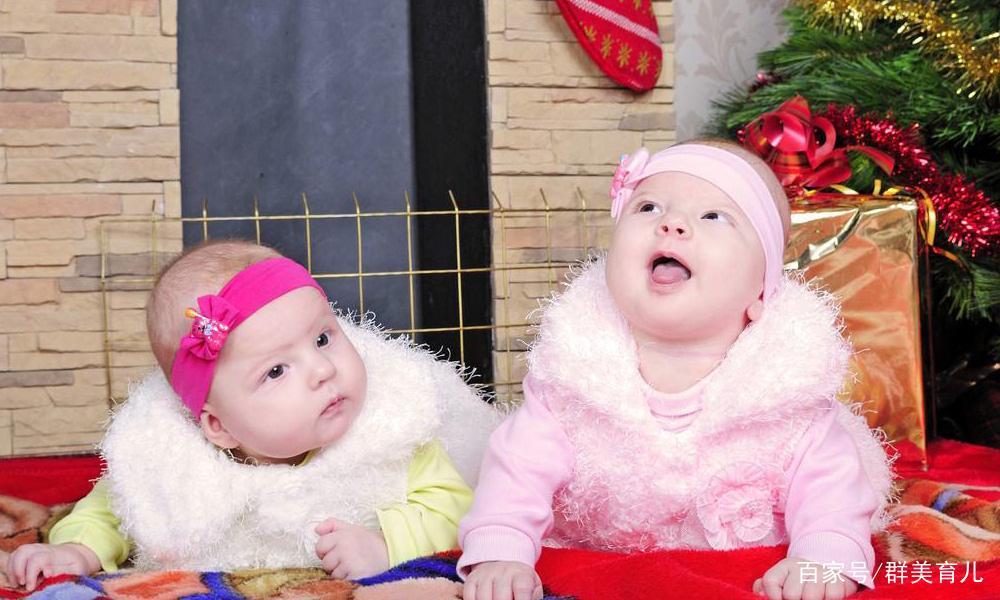宝贝孙子明明是双胞胎,怎么各长一个样?是医院抱错娃了?
