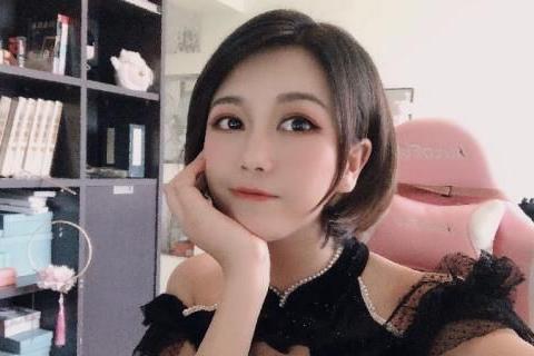 """电竞女教练成""""抢手货"""",当事人站出来说""""优势""""遭观众质疑"""
