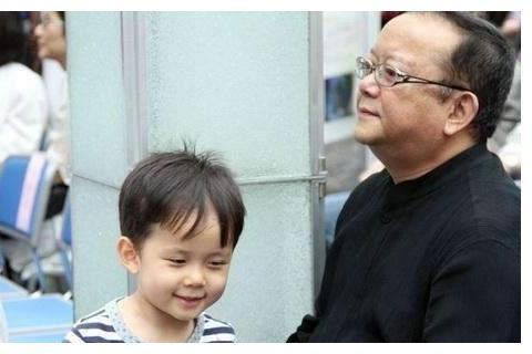 王刚第三任老婆曝光,小儿子与他相差60岁