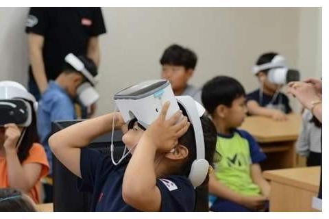 微软VR创建太空教学课程
