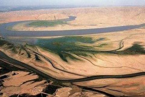 伊拉克为什么被称为伪沿海国家?出海口狭窄,还被邻国挡了2个岛