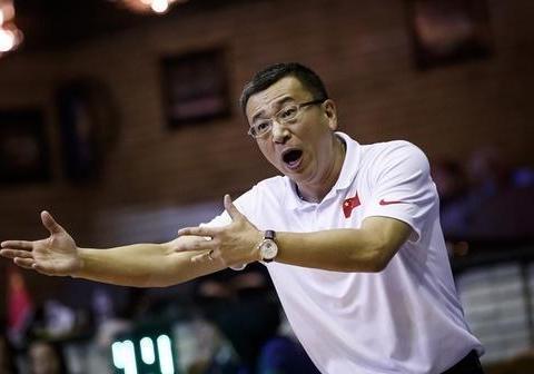 比李春江脾气还火爆的篮球教练,又被篮协委以重任,网友:支持