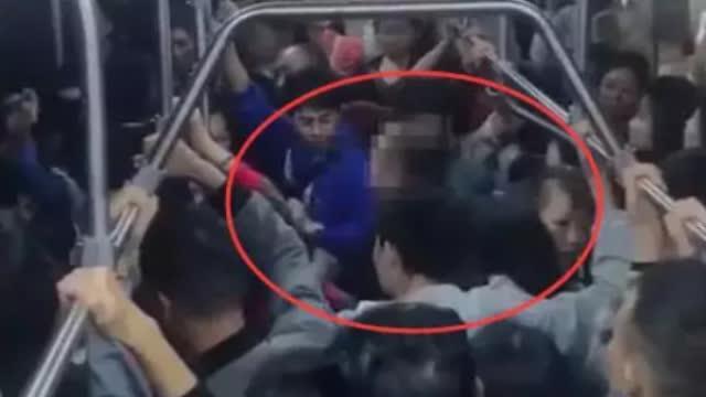 男子公交猥亵女学生遭掌掴 ,行拘十日