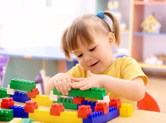 """执着让孩子上早教班?智力开发不是这样做的,""""感官教育""""才关键"""