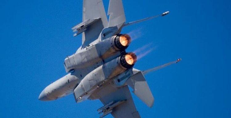 一点都不留给土耳其!美军两架F15战机呼啸而过,爆炸声接连传出