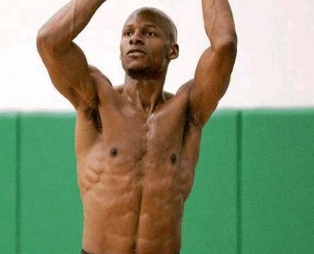 NBA巨星有多自律?雷阿伦退役5年仍8块腹肌,詹姆斯科比从不喝酒