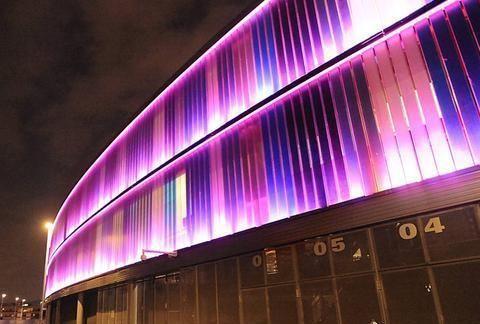 助力国际乳腺癌日,西班牙人主场点亮粉红色彩灯
