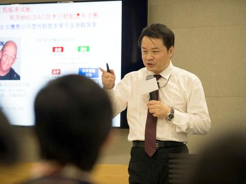 中国科学院外籍院士谢晓亮:放弃哈佛终身教授,全职回北大任教