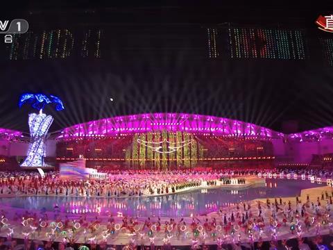 """柔性屏再次震撼全球观众,揭秘世界军运会上的""""柔性屏天幕"""""""