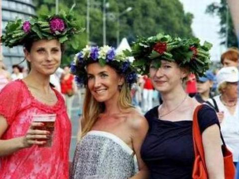 欧洲一国盛产美女,男女比例1:10,随处是美女娶妻都不用彩礼