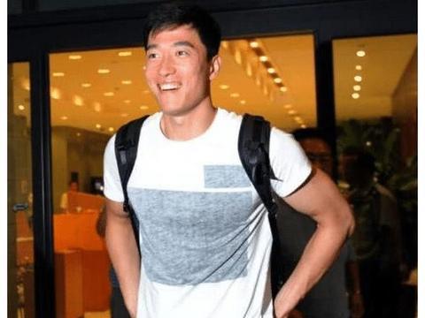 35岁刘翔近照,退役后不上班,全世界到处旅游,形象变化大