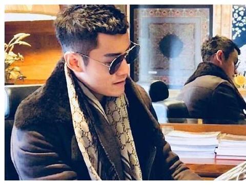 陈乔恩约会的年下男在线撒糖,不但很绅士,还是马来西亚富二代