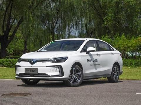 续航高达570公里的纯电动汽车,百公里加速7.8秒,补贴后12.88万