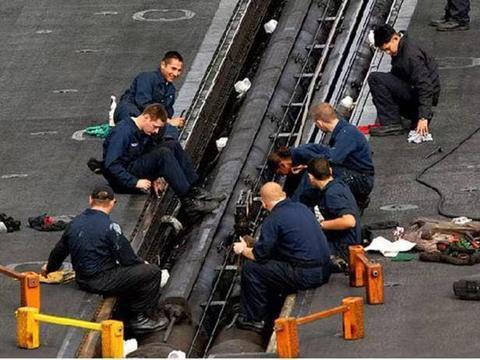 美国有一项独门黑科技,蒸汽弹射器工艺绝密,然而却不尽完美
