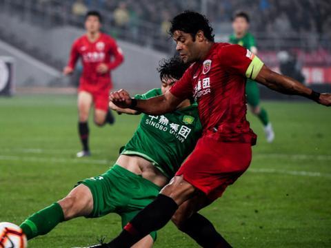 一场2-0让恒大获两大利好!国安掉队+上港王牌受伤,夺冠要稳了?