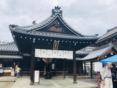 日本大阪这座1400多年历史的寺院,最吸引我的是每月2天的小市集