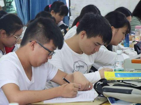 为什么农村孩子考上清华北大的人越来越少?3点原因太现实了!
