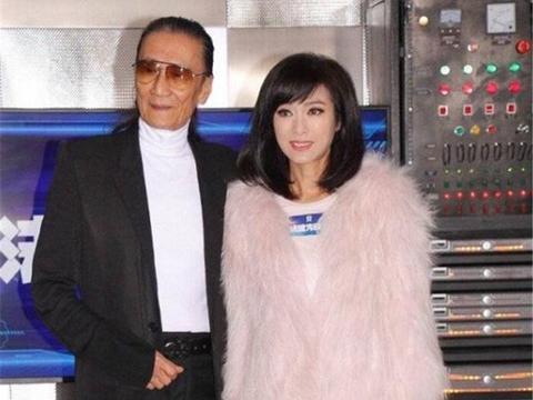 当63岁米雪和64岁赵雅芝同穿粉皮草,终于知道什么是真正的少女感