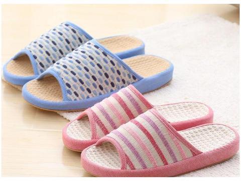 拖鞋上的污垢洗不掉?不用费劲刷,教你不用水就干净如新