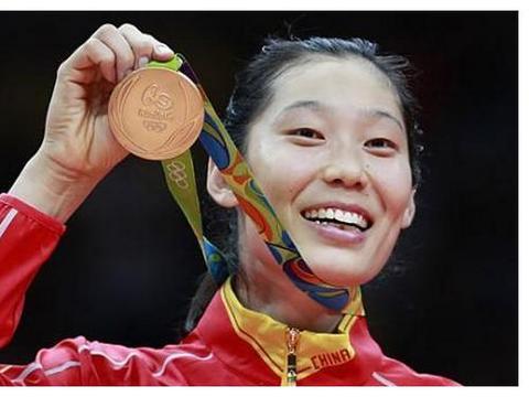 体育总局发十篇文章夸赞中国女排,郎平、朱婷、张常宁被点名称赞